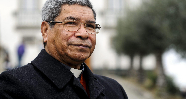 O Premio Nobel D. Ximenes Belo, durante uma visita ao Presépio de Priscos, em Braga.1 janeiro 2012. HUGO DELGADO/LUSA